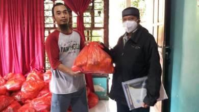 Photo of Peduli Guru Ngaji, Tim WTC Gowa Salurkan Puluhan Paket Sembako