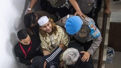 Photo of Malam-malam, Habib Bahar Dipindahkan ke Lapas Nusa Kambangan