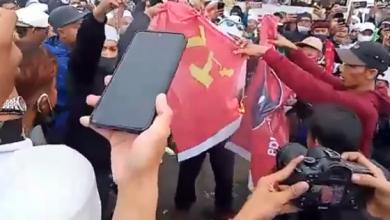 Photo of Benderanya Dibakar Massa Tolak RUU HIP, PDIP Akan Tempuh Jalan Hukum