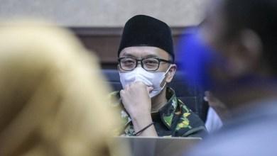 Photo of Imam Nahrawi Divonis Tujuh Tahun Penjara dan Bayar Uang Pengganti Rp18,1 Miliar