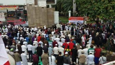 Photo of Bawa Lima Tuntutan Umat, Ribuan Massa Anti Komunis Kembali Geruduk DPR