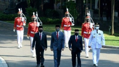 Photo of Gubernur Kepri Positif Corona, Sempat Foto Bersama Jokowi Usai Pelantikan