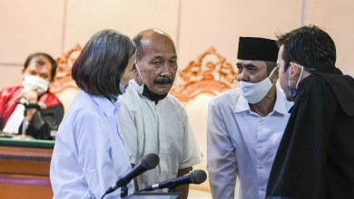 Photo of Tiga Petinggi Sunda Empire Cuma Divonis Dua Tahun Penjara