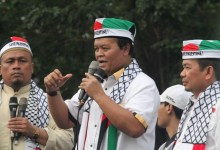 Photo of HNW: Jika Konsisten Bela Palestina, Jokowi Harus Batalkan Calling Visa Israel