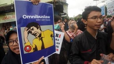 Photo of Ada Kejanggalan pada UU Ciptaker, Bukhori: Barang Cacat Kok untuk Rakyat?