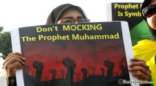 003 Kaum perempuan turut teriakkan tolak Innocence of Muslims, Dont Mocking the Prophet Muhammad | Foto: Aljon Ali Sagara