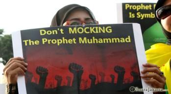 003 Kaum perempuan turut teriakkan tolak Innocence of Muslims, Dont Mocking the Prophet Muhammad   Foto: Aljon Ali Sagara