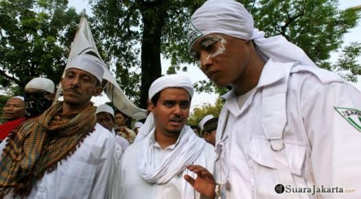015 Pimpinan gabungan ormas Islam melakukan perundingan untuk mematuhi perintah Kapolda   Foto: Aljon Ali Sagara