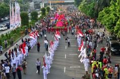 Jakarnaval 2013 diawali dengan pasukan pengibar bendera (Foto: Jauharry Faddly)