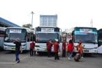 Supir bus sedang menunggu penumpang yang tahun ini lebih sepi dari tahun sebelumnya. (Foto: Fajrul Islam/SuaraJakarta)