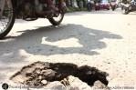 Jalan berlubang di Jalan Poris Indah, Kota Tangerang, Banten. (Foto: Pasha Aditia Febrian)