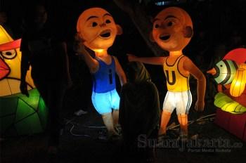 Karakter Kartun Ipin dan Upin di Jakarta Lantern Festival 2014 di Lapangan Banten, Jakarta Pusat. (Foto: Fajrul Islam/SuaraJakarta)