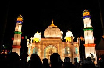Miniatur Tajmahal dari India diJakarta Lantern Festival 2014 di Lapangan Banten, Jakarta Pusat. (Foto: Fajrul Islam/SuaraJakarta)