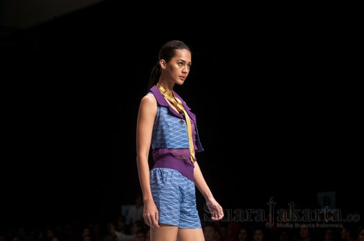 8-suara-jakarta-indonesia-fashion-week-2015-peragaan-busana-banyuwangi
