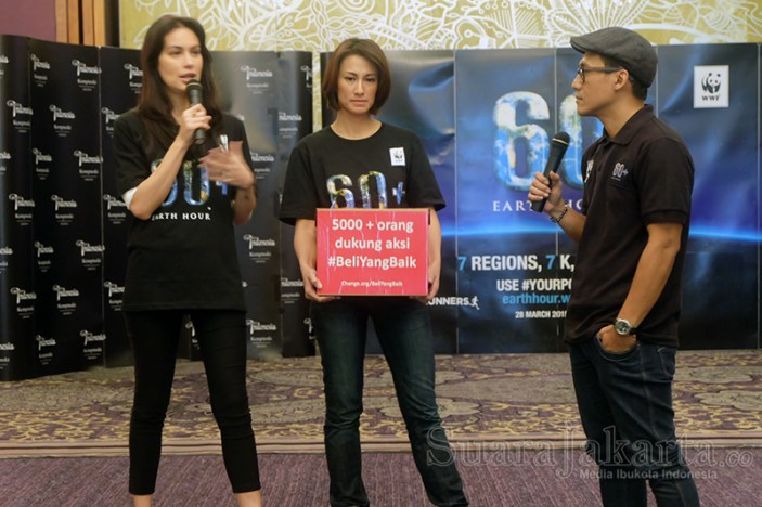 """WWF Indonesia berkolaborasi dengan komunitas Earth Hour Indonesia di 11 kota besar dengan komunitas Indorunners membuat acara """"7K, 7 Regions, 7 Causes"""". (Foto: Dudi Iskandar/SuaraJakarta)"""