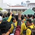 Mahasiswa-Jakarta-Kepung-Balaikota-dan-DPRD-Tuntut-Penyelesaian-Kisruh-APBD