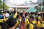 Mahasiswa Jakarta Kepung Balaikota dan DPRD Tuntut Penyelesaian Kisruh APBD