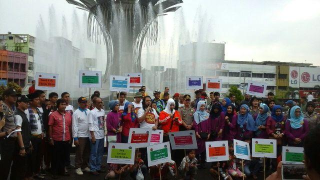 Ketum GeNAM dan Sultan Palembang saat pimpin deklarasi Gerakan Anti Miras di Kota Palembang