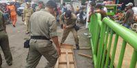Jelang Lebaran, Satpol PP Gencar Lakukan Penertiban PKL di Tanahabang