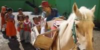 Sururi Si Kuda Pustaka, Curi Perhatian Siswa dengan Buku Besar