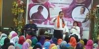 Datang ke Rawamangun, Ratusan Ibu Rebutan Selfie ke Cagub DKI Anies
