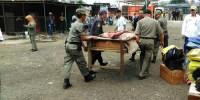Petugas Gabungan Tertibkan Bangunan Liar Di Area Lenggang Jakarta
