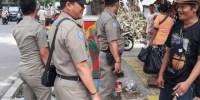 Satpol PP Tertibkan PKL Dan Pemilik Kendaraan Yang Terparkir Di Trotoar