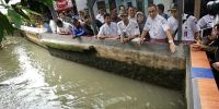 Anies Lanjutkan Penanganan Banjir di Jati Padang Pagi Ini: Tanggul Hanya Dibuat dari Tumpukan Pasir