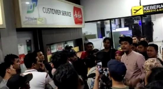 Penumpang Sriwijaya Air SJ 712 Terlantar di Terminal B Adi Sutjipto