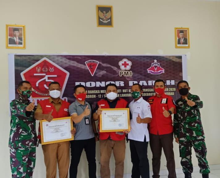 PMI Way Kanan Raih Penghargaan Dari Skadron 12 Serbu Dan Lanudad Way Tuba