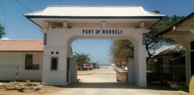 Pintu masuk Pelabuhan Wonreli, Pulau Kisar
