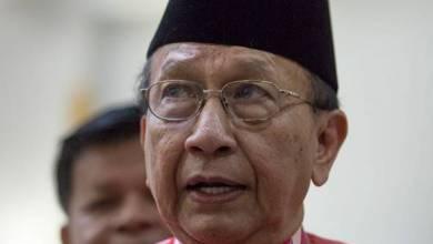 Photo of Jangan tanya hari-hari bila Tun M nak serah jawatan – Rais