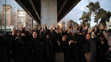 Photo of Golongan muda Iran terus protes desak Ayatollah berundur