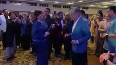 Photo of Video Dr. Mahathir menari dengan anaknya tarik perhatian