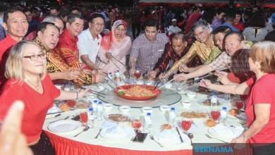 Photo of Rakyat diminta hentikan politik berpanjangan, tumpu pembangunan – Azmin