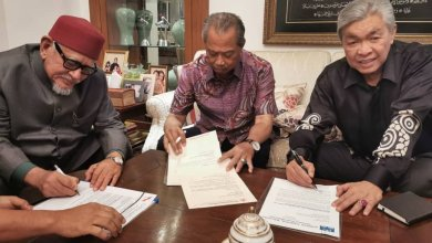 Photo of Takiyuddin kongsi gambar pemimpin BN, Pas, Bersatu tandatangan dokumen
