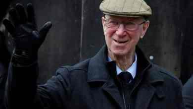 Photo of Bekas bintang bolasepak England, Jack Charlton meninggal dunia