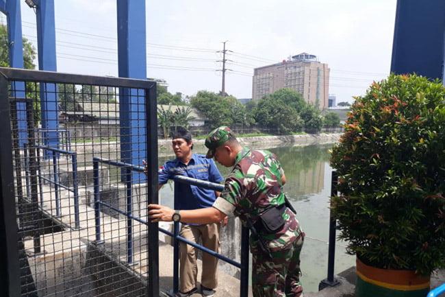 Tiga Pilar Jakarta Barat Periksa Pompa Air di Semua Pintu Air