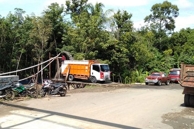 Warga Keluhkan Aktivitas Galian Pasir di Jembatan Paye Putat