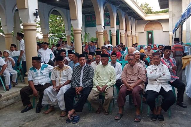 Bapak-Bapak Ibu-Ibu 3000 Warga Muna Hadiri Buka Puasa Bersama dr Baharuddin