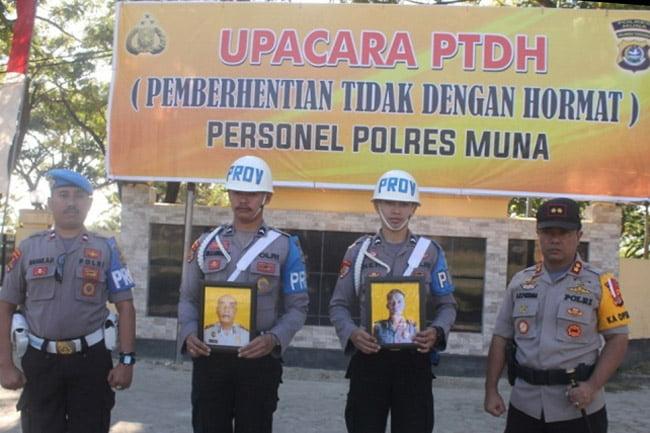 Upacara Dua Anggota Polres Muna Diberhentikan Dengan Tidak Hormat
