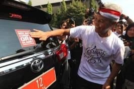 "Mobil Dinas Pemprov Ditempeli Stiker ""Nek Aku Korupsi, Ora Slamet"""