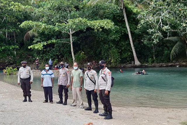 Kapolsek Piru Ingatkan Protokol Kesehatan Pada Patroli Obyek Wisata