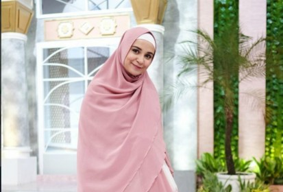 SM_Inspirasi Muslim_Mendapat Hidayah, 3 Artis Ini Putuskan Berhijab di Usia Muda_c
