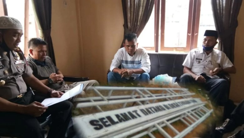 Sengketa Tapal Batas, Gerbang Selamat Datang Desa Dirusak