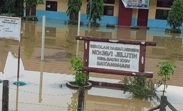 Banjir Tahunan Mulai Merendam Pemukiman Warga di DAS Batang Hari