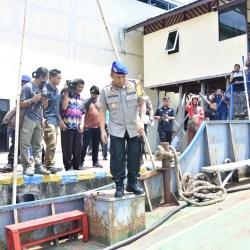 Polda Kalsel Amankan Tiga Kapal Pengangkut 22,94 Ton Solar Ilegal