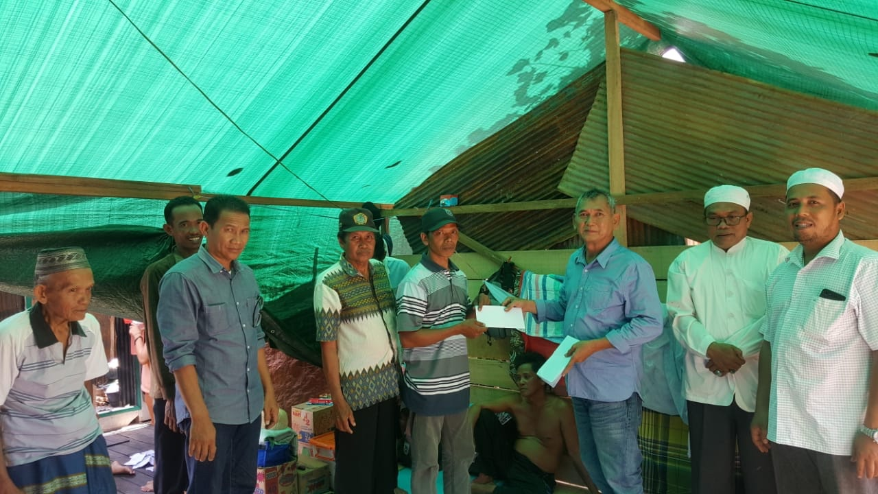 Sultan Banjar Bantu Korban Kebakaran di Desa Simpang Arja Batola