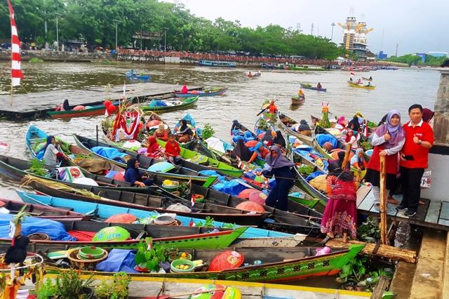 Pasar Terapung Milik Budaya Orang Banjar
