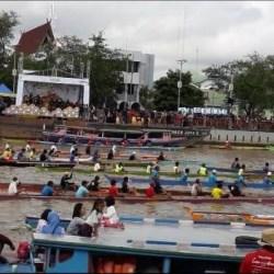 96 Tim Dayung Adu Kayuh di Lomba Jukung Tradisional